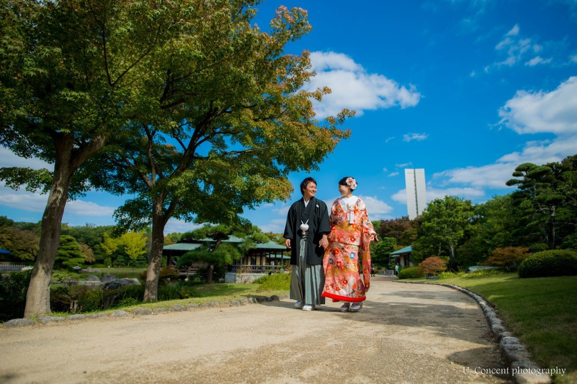 A Japanese garden is a perfect backdrop for a kimono photo! — Photo by by U-CONCENT